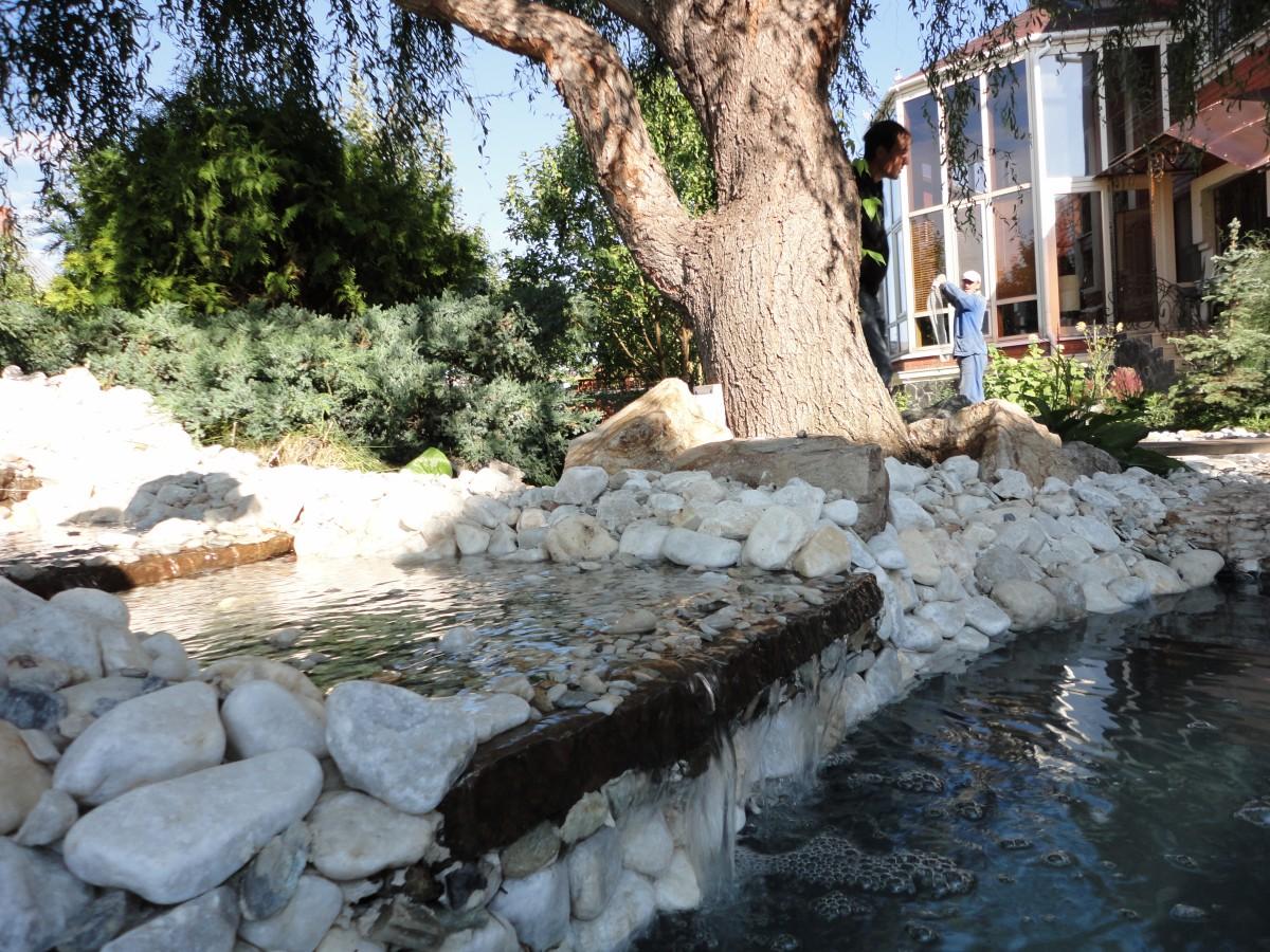 Декоративный водоем с водопадом