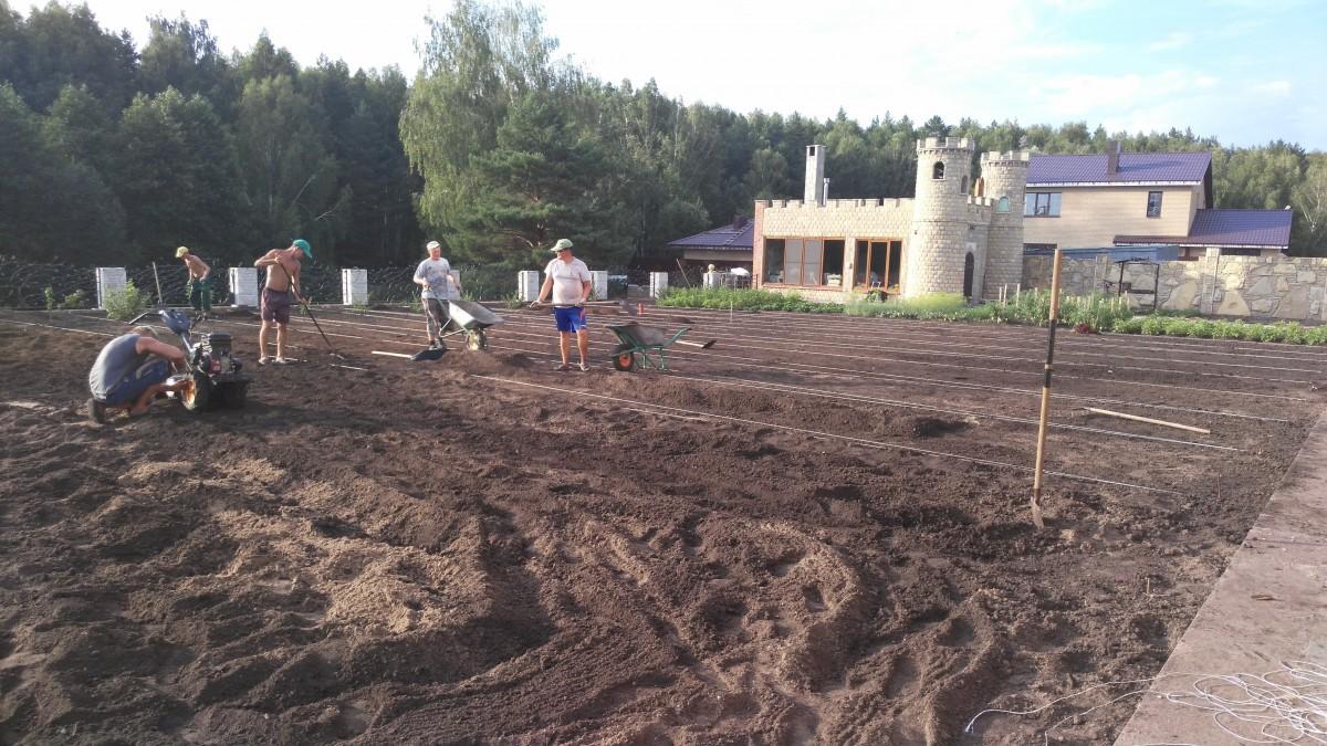 Культивация почвы с последующем выравниванием под посевной газон