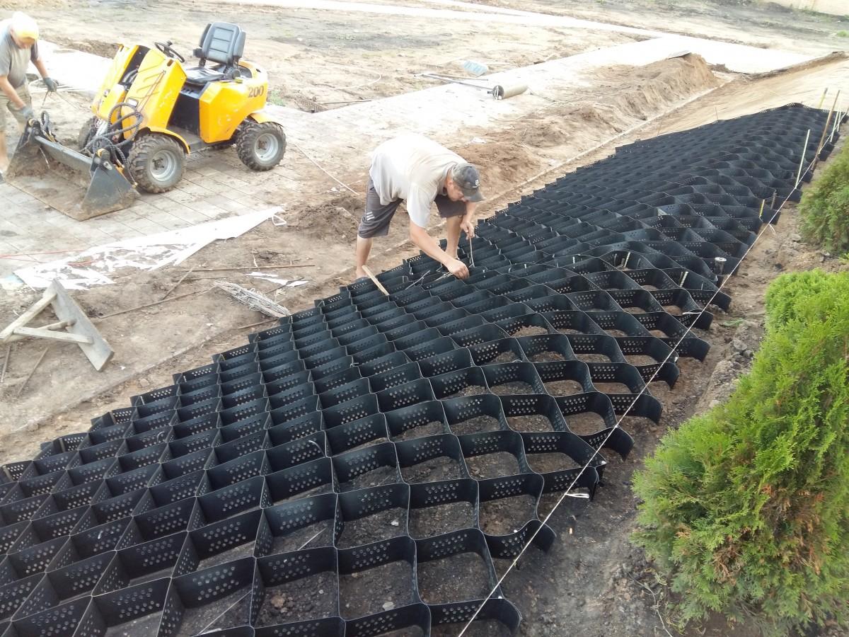 Укрепление склона с последующей укладкой рулонного газона