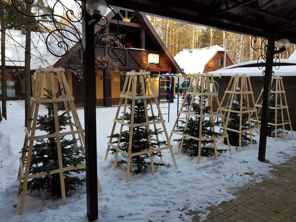 Каркасы от падающего с крыши снега